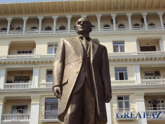 Памятник Мустафа Кемаль Ататюрку в Баку (13 фото)